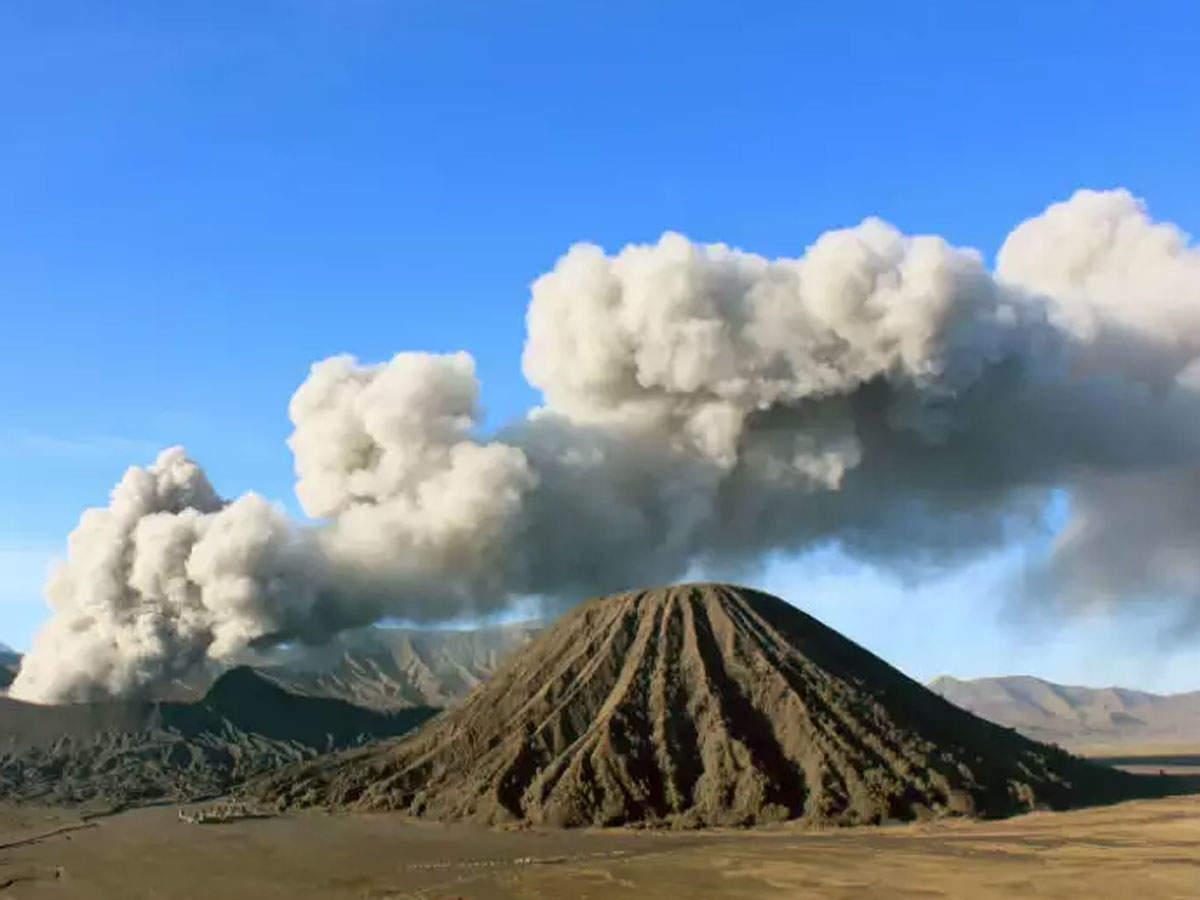 volcanic-eruption-at-indonesia-most-active-mount-merapi